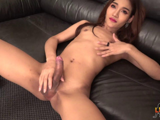 Gorgeous Cindy Plays On The Couch