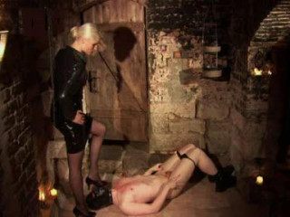 Syonera Von Styx - Folterkabinett