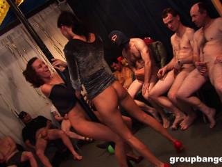 Elegant Strippers Satisfy Apartment Utter Of Studs