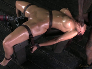 MILF-tastic Syren De Mer on a fucking machine go hard