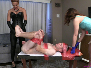 Danni Gets Pre Party Pegging From Milf And Sis