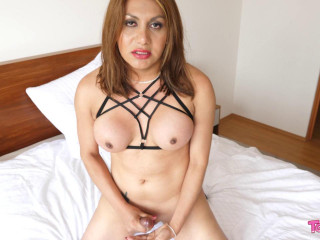 Sultry Aylin Is Rock Hard
