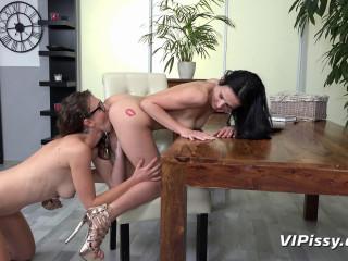 Emylia Argan & Nicol Love - Piss Therapy