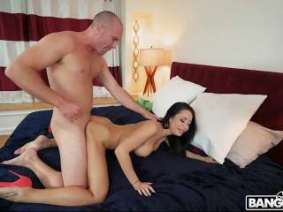 Gold Digger Gets a Creampie