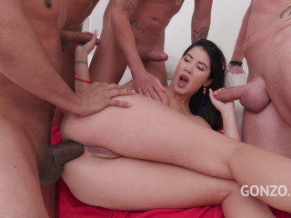Lady Dee enjoys anal orgy & swallows