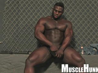MuscleHunks - Aden Taylor - No Secrets For Aden
