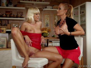Tracy Gold And Katy Parker