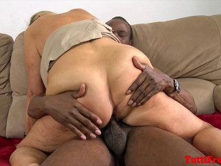 Fresh mature casting! Wooly slutty granny Suzanne