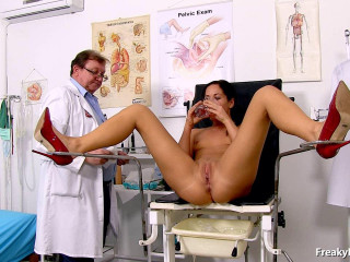 Ronja (28 years chicks gyno exam)