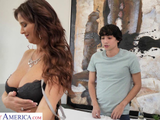Syren De Mer Fucks Her New Masseuse