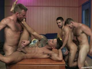 Bareback Muscle Gaymers With Gangbang
