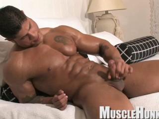 MuscleHunks - Bo Armstrong