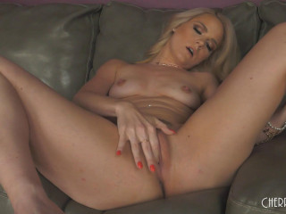 Lisey Sweet - Watch How Wet I Get