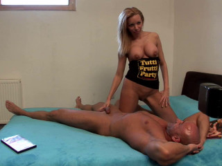 Ash-blonde pussy on audition