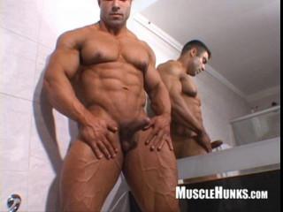 MuscleHunks - Eduardo Correa - Muscle Temptation