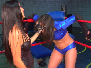 Two lesbians in the ring without rules