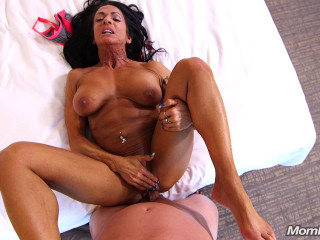 Ericca - Bodybuilder Gilf loves ass fucking (2018)