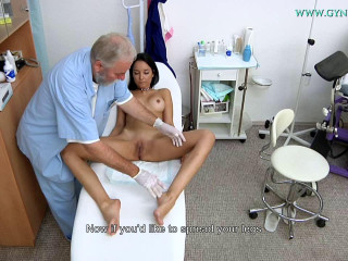 Francys Belle (33 years girl gynecology exam)