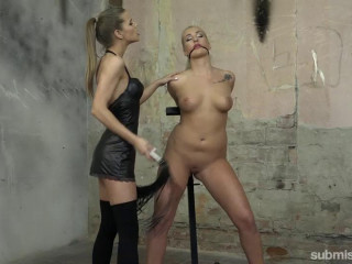 Daisy Lee gets Vibed and Pussy Slapped 540p