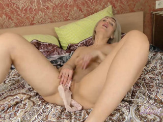 Natie Masturbates in Stockings