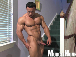 Muscle Hunks - Anton Buttone