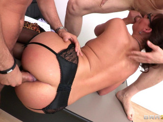 Mind-blowing Pretty Cougar Wants To Get Pounded In Every Stance