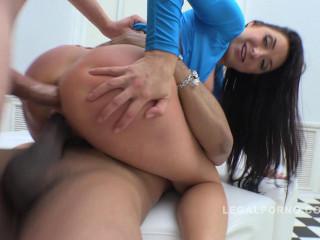 Amazing milf slut enjoys her first anal & intense DP