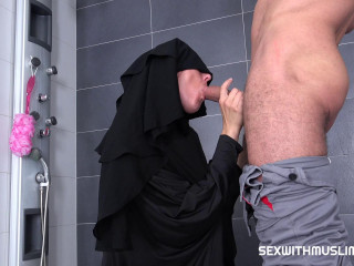 Valentina Ross - Randy worker helps Valentina in niqab (2018)