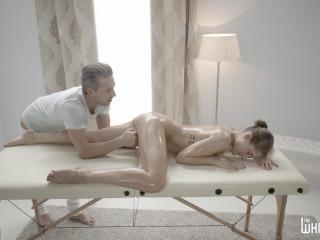 Hungarian Beauty Tiffany Tatum Receives an Erotic Massage