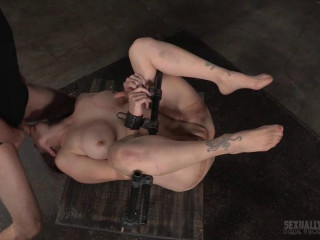 Big-chested Bella Rossi Beams display grand finale with rigorous iron restrain bondage and extraordinaire 3 man meat dickdown!