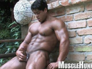 Brutus di Fino Outdoor Pump (2010)