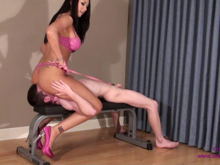 Alexis - Amazon Face Sits and Kicks Lil' Danni