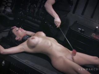 Veronica Avluv - GetsWaxed