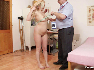 Nataly Gold (22 years girls gyno exam)