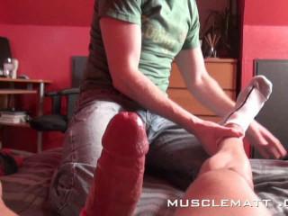 MuscleMatt - Carlo Pummels Chez