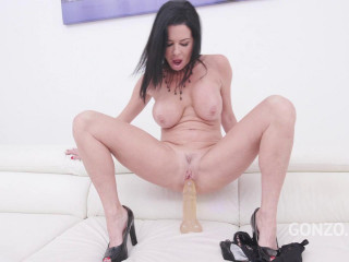 Veronica Avluv piss smelling fantasy with DP, DAP Double Pussy