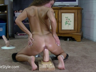 Part 2 of my pussy stretching monster session