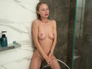 Nancy A - Sumptuous light-haired solo douche climaxes FullHD 1080p
