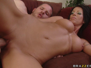 Foxy Beautiful Milf Seduces The Young Guy