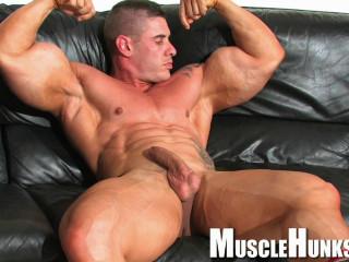 MuscleHunks - Brian Gunns - Brian's Bulging Buffness