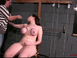 Toaxxx - Raven Cee on the Tabouret of Pain