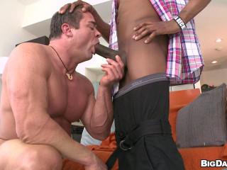 Body Builder VS 14 Inch Dick