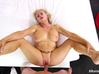 Joy - Naughty Gilf wet and wild squirter (2018)