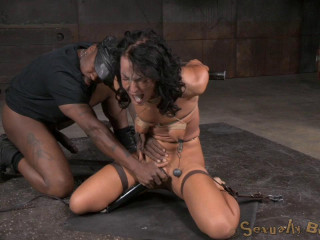 Newcomer London River gives her very first fellatio in restrain bondage