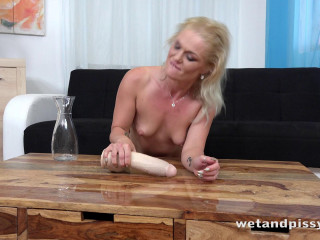 Angella Luxx - Soaking The Tabletop