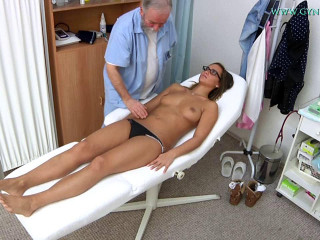 Naomi Bennet (24 years girl gyno exam)
