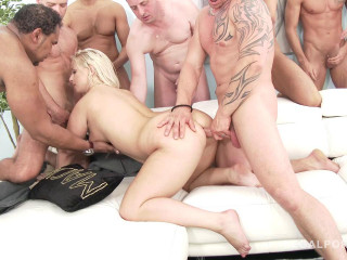 Big butt bitch gangbanged & double fucked by masive cocks
