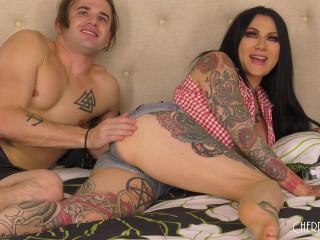 Jenevieve Hexxx - Tattooed MILF Jenevieve Hexxx Getting Wild LI