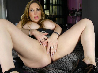 Big breasted milf Savannah Jane loves to party on her own!