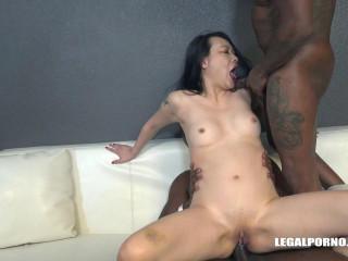 Zoe Lark goes black